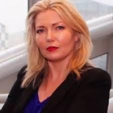 Angela expanded Headshot-1